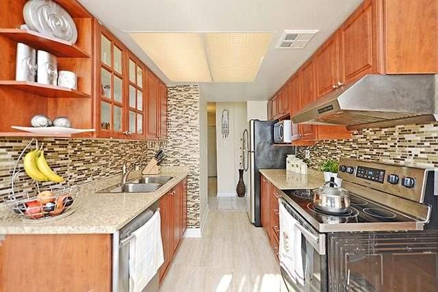 Condo Apartment at 10 Markbrook Lane, Unit 212, Toronto, Ontario. Image 19