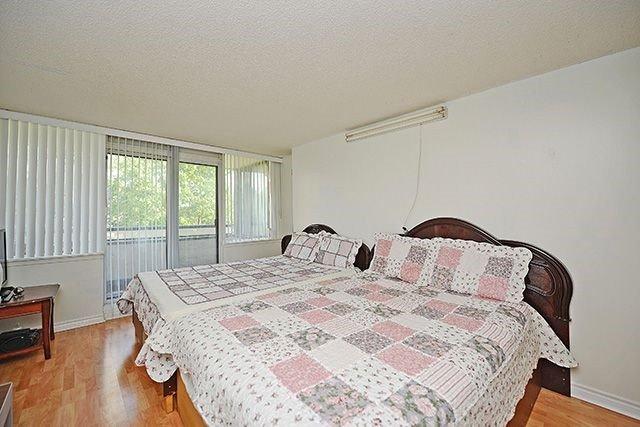 Condo Apartment at 10 Markbrook Lane, Unit 212, Toronto, Ontario. Image 5