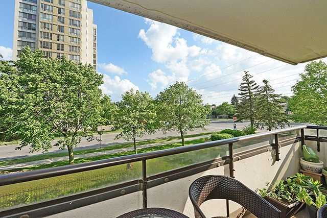 Condo Apartment at 10 Markbrook Lane, Unit 212, Toronto, Ontario. Image 10