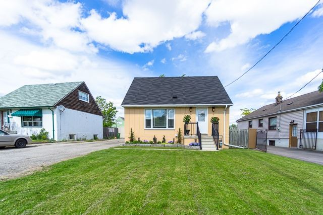 Detached at 39 Chalfont Rd, Toronto, Ontario. Image 12
