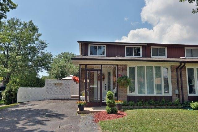 Semi-detached at 2366 Padstow Cres, Mississauga, Ontario. Image 1