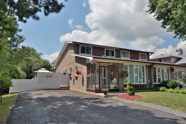 Semi-detached at 2366 Padstow Cres, Mississauga, Ontario. Image 12
