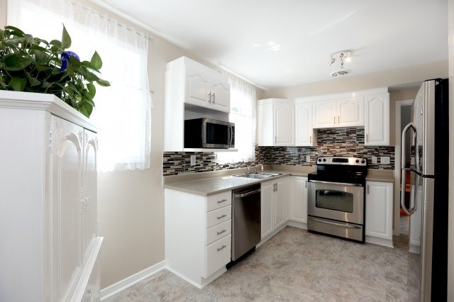 Semi-detached at 2366 Padstow Cres, Mississauga, Ontario. Image 17