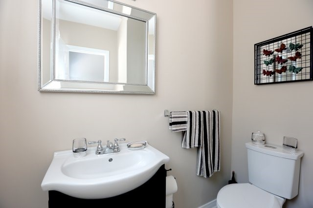 Semi-detached at 2366 Padstow Cres, Mississauga, Ontario. Image 18