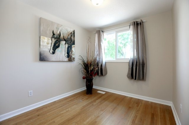 Semi-detached at 2366 Padstow Cres, Mississauga, Ontario. Image 2