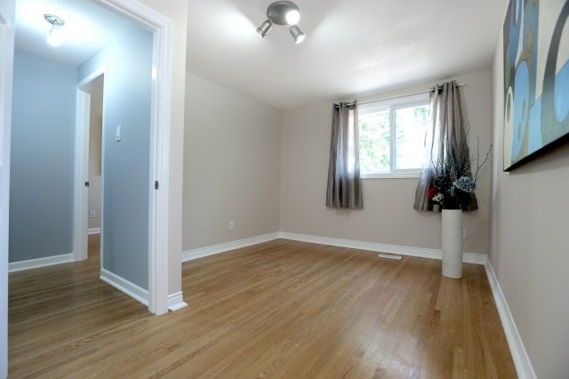 Semi-detached at 2366 Padstow Cres, Mississauga, Ontario. Image 3