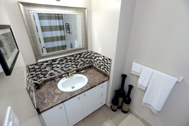 Semi-detached at 2366 Padstow Cres, Mississauga, Ontario. Image 4