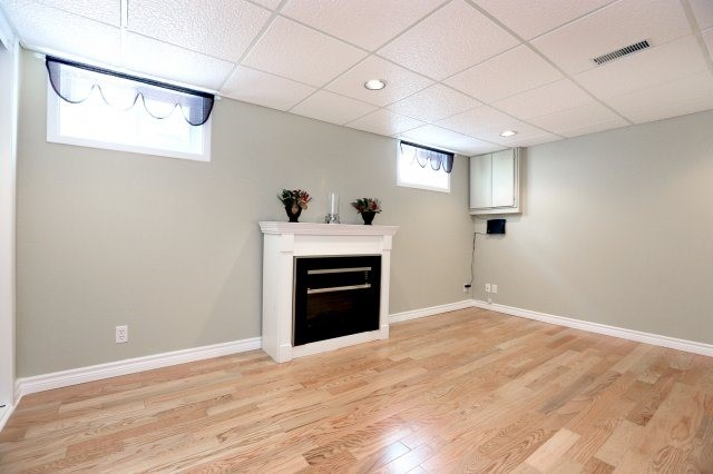 Semi-detached at 2366 Padstow Cres, Mississauga, Ontario. Image 6
