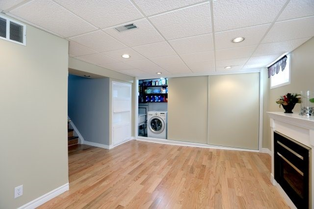 Semi-detached at 2366 Padstow Cres, Mississauga, Ontario. Image 7