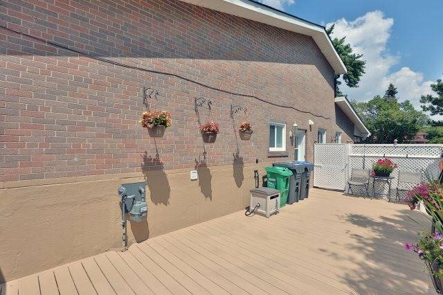 Semi-detached at 2366 Padstow Cres, Mississauga, Ontario. Image 9