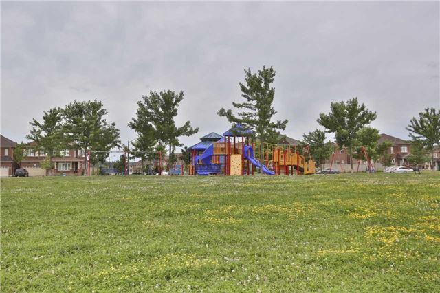 Semi-detached at 9 Iceland Poppy Tr, Brampton, Ontario. Image 3
