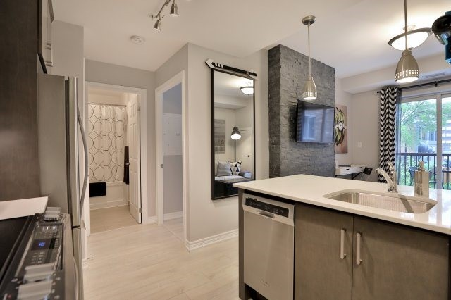 Condo Apartment at 73 Washington Ave, Unit 204, Oakville, Ontario. Image 3