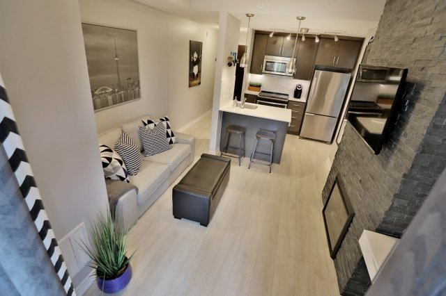 Condo Apartment at 73 Washington Ave, Unit 204, Oakville, Ontario. Image 5