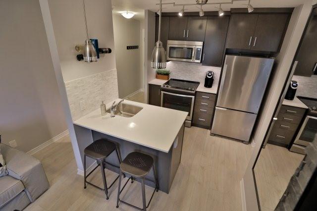 Condo Apartment at 73 Washington Ave, Unit 204, Oakville, Ontario. Image 6