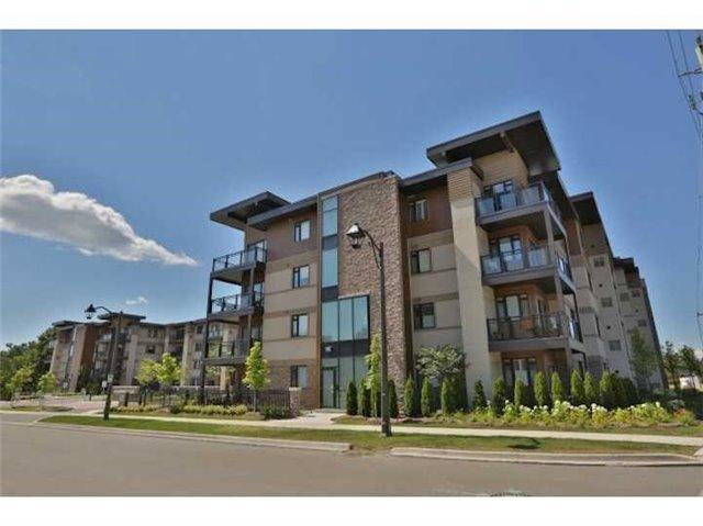 Condo Apartment at 128 Garden Dr, Unit #301, Oakville, Ontario. Image 1