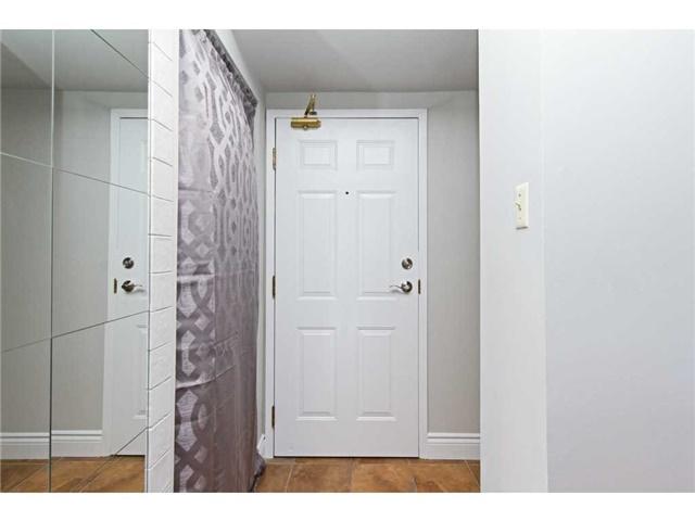 Condo Apartment at 1270 Maple Crossing Blvd, Unit 1509, Burlington, Ontario. Image 12