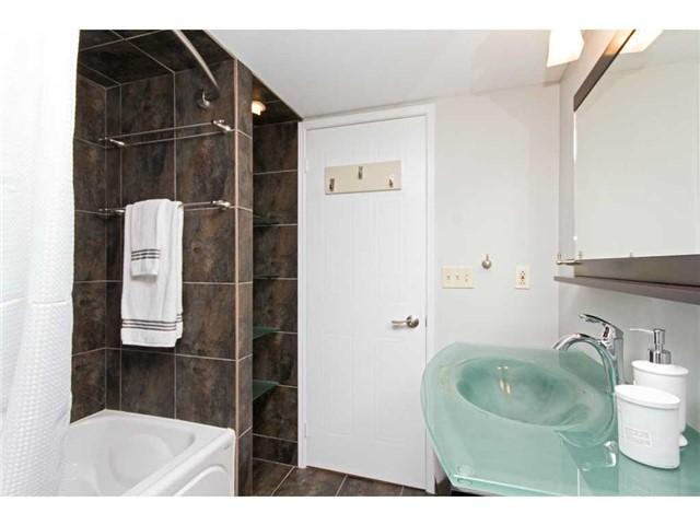 Condo Apartment at 1270 Maple Crossing Blvd, Unit 1509, Burlington, Ontario. Image 3