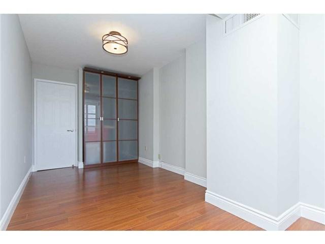 Condo Apartment at 1270 Maple Crossing Blvd, Unit 1509, Burlington, Ontario. Image 6