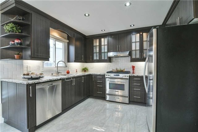 Detached at 350 Wendron Cres, Mississauga, Ontario. Image 18