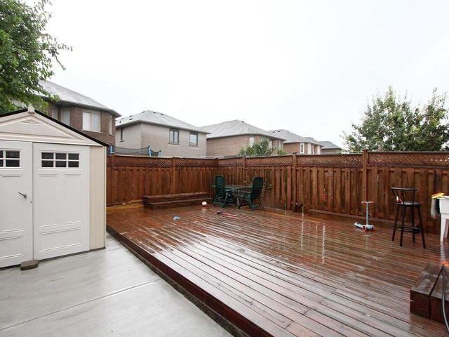 Semi-detached at 275 Morningmist St, Brampton, Ontario. Image 11