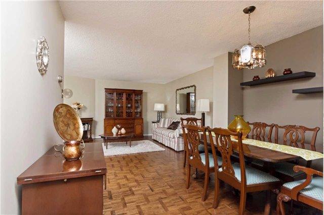 Condo Apartment at 3700 Kaneff Cres, Unit 1806, Mississauga, Ontario. Image 15