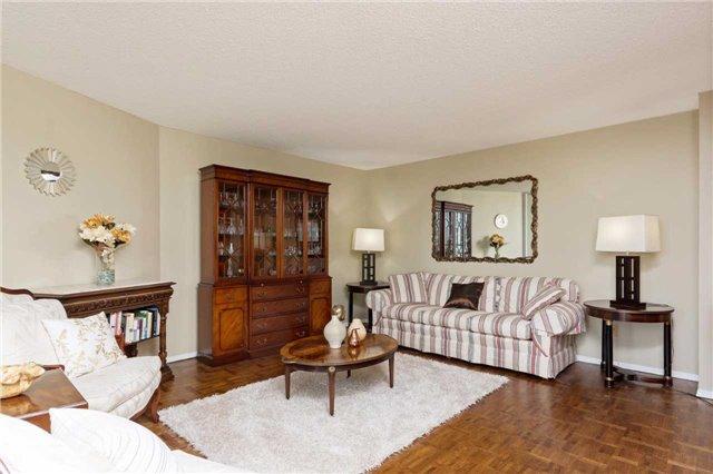 Condo Apartment at 3700 Kaneff Cres, Unit 1806, Mississauga, Ontario. Image 16