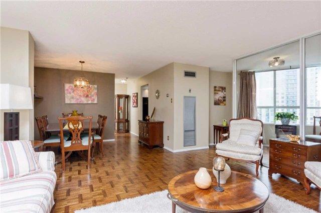 Condo Apartment at 3700 Kaneff Cres, Unit 1806, Mississauga, Ontario. Image 17