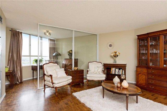 Condo Apartment at 3700 Kaneff Cres, Unit 1806, Mississauga, Ontario. Image 18