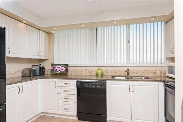Condo Apartment at 3700 Kaneff Cres, Unit 1806, Mississauga, Ontario. Image 4