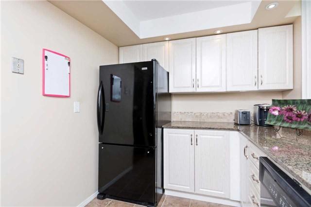 Condo Apartment at 3700 Kaneff Cres, Unit 1806, Mississauga, Ontario. Image 5