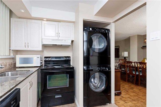 Condo Apartment at 3700 Kaneff Cres, Unit 1806, Mississauga, Ontario. Image 6