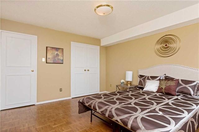 Condo Apartment at 3700 Kaneff Cres, Unit 1806, Mississauga, Ontario. Image 7