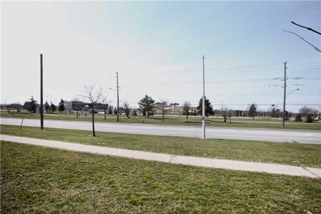 Detached at 25 Glenora Cres, Brampton, Ontario. Image 11