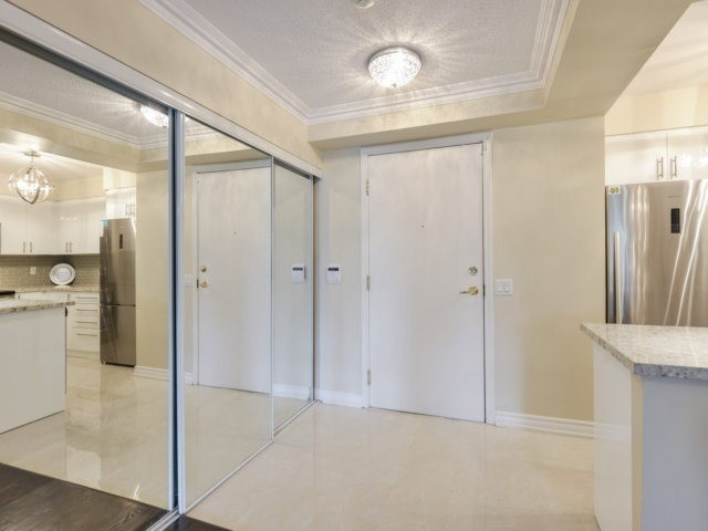 Condo Apartment at 35 Kingsbridge Garden Circ, Unit 212, Mississauga, Ontario. Image 12