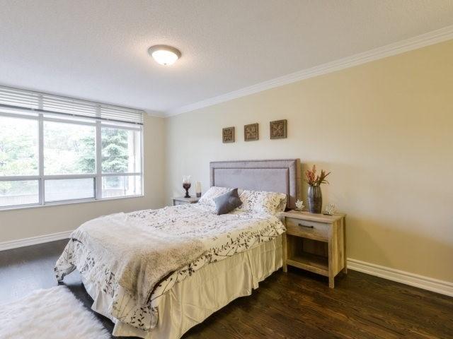 Condo Apartment at 35 Kingsbridge Garden Circ, Unit 212, Mississauga, Ontario. Image 18