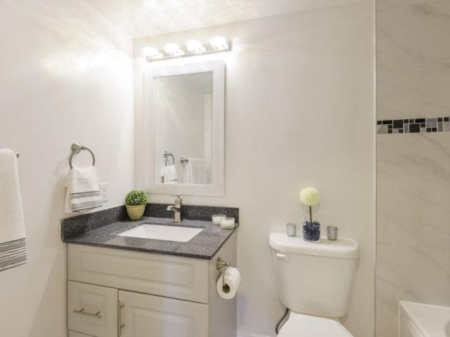 Condo Apartment at 35 Kingsbridge Garden Circ, Unit 212, Mississauga, Ontario. Image 2