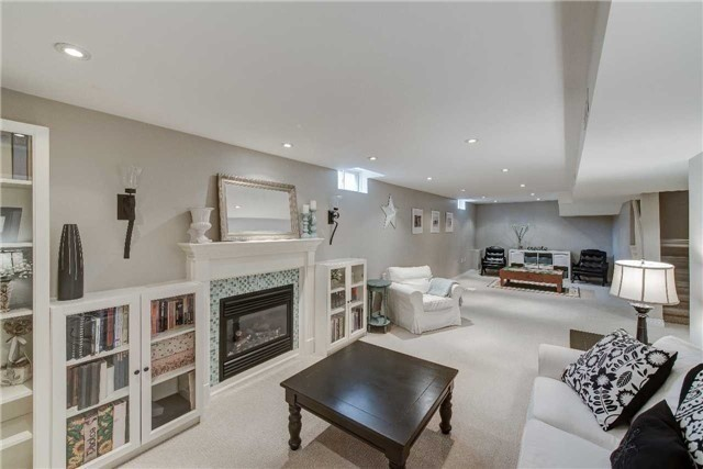 Detached at 2272 Falling Green Dr, Oakville, Ontario. Image 6