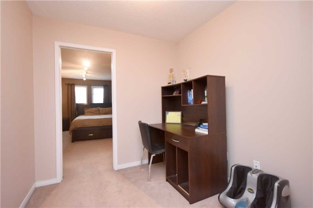 Semi-detached at 7178 Para Pl W, Mississauga, Ontario. Image 7