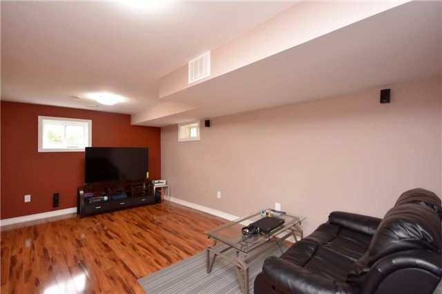 Semi-detached at 7178 Para Pl W, Mississauga, Ontario. Image 8