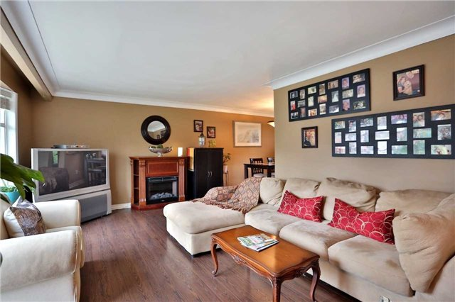 Detached at 1259 Tyrrell Rd, Burlington, Ontario. Image 14