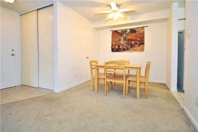 Condo Apartment at 1480 Pilgrims Way, Unit 1613, Oakville, Ontario. Image 10