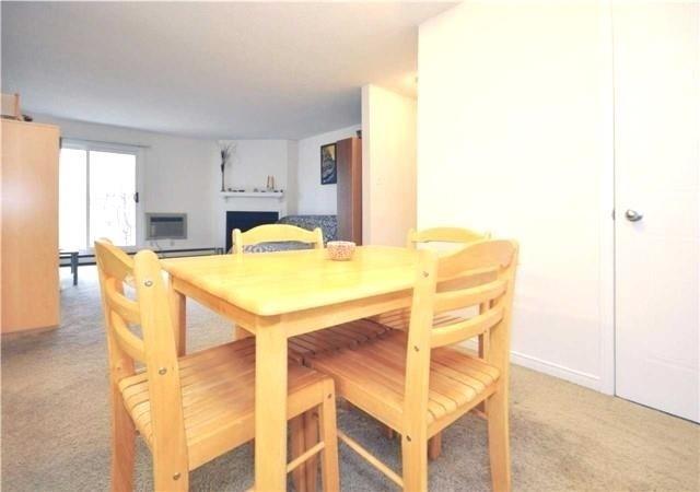 Condo Apartment at 1480 Pilgrims Way, Unit 1613, Oakville, Ontario. Image 11