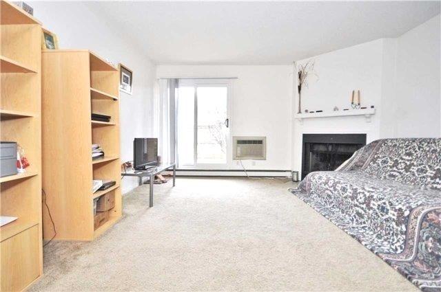 Condo Apartment at 1480 Pilgrims Way, Unit 1613, Oakville, Ontario. Image 12