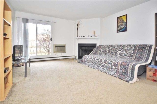 Condo Apartment at 1480 Pilgrims Way, Unit 1613, Oakville, Ontario. Image 13