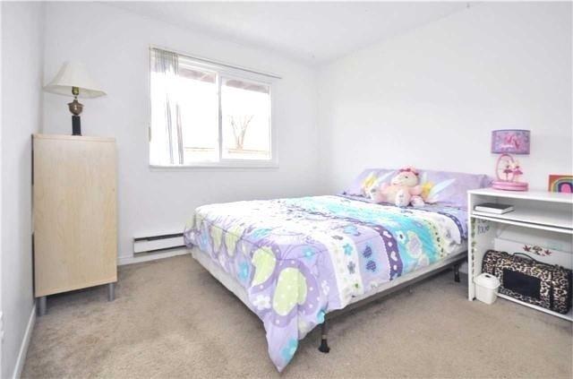 Condo Apartment at 1480 Pilgrims Way, Unit 1613, Oakville, Ontario. Image 17