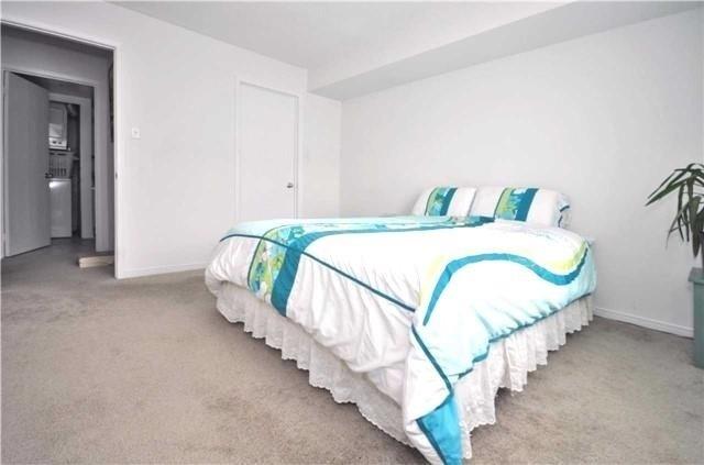 Condo Apartment at 1480 Pilgrims Way, Unit 1613, Oakville, Ontario. Image 3