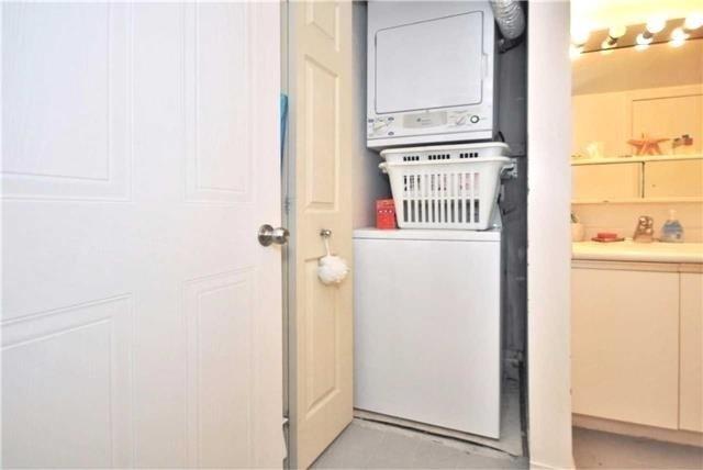 Condo Apartment at 1480 Pilgrims Way, Unit 1613, Oakville, Ontario. Image 5