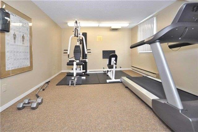 Condo Apartment at 1480 Pilgrims Way, Unit 1613, Oakville, Ontario. Image 8