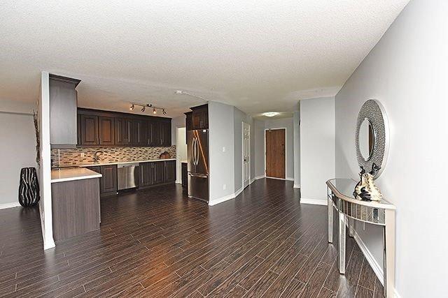 Condo Apartment at 1230 Marlborough Crt, Unit #1010, Oakville, Ontario. Image 12