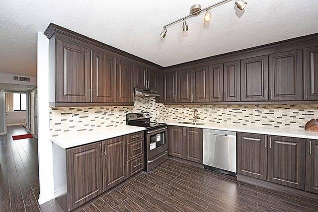 Condo Apartment at 1230 Marlborough Crt, Unit #1010, Oakville, Ontario. Image 14